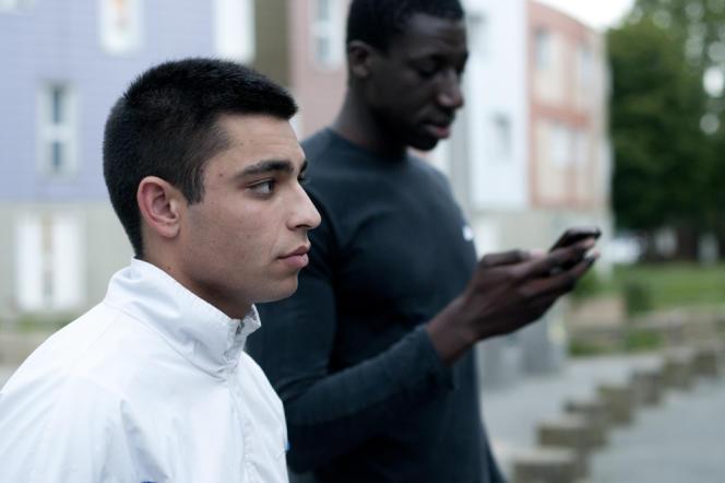 Lionel, alias « Baca », et Sanoussi, du quartier de la Grande Borne, à Grigny (Essonne).