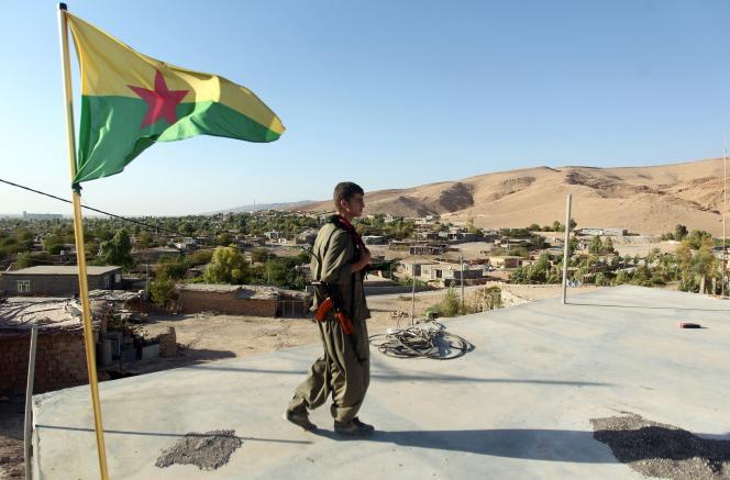 Un soldat du PKK à Makhmour, le 21 août.