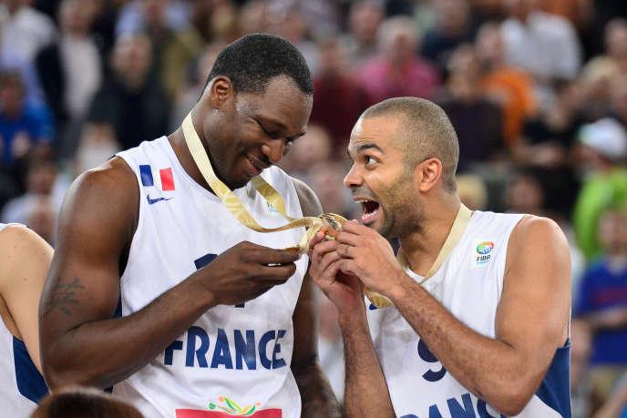 Florent Pietrus et Tony Parker, après la victoire des Bleus à l'Euro 2013.