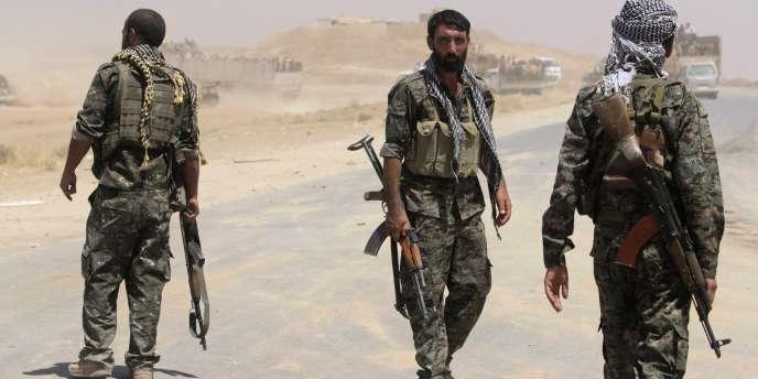 Des combattants kurdes près de la frontière syrienne, en août.