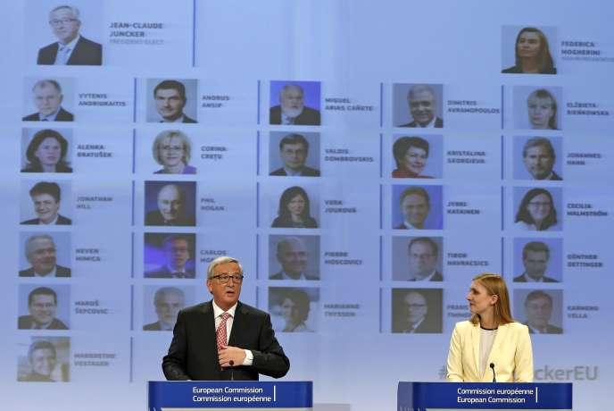 Jean-Claude Juncker, le 10 septembre à Bruxellesn en compagnie de sa porte-parole Natasha Bertaud.