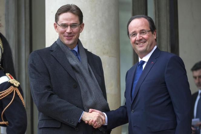 François Hollande accueille le Finlandais Jyrki Katainen, alors premier ministre et aujourd'hui commissaire européen aux affaires économiques et monétaires, à l'Elysée, le 12 novembre 2013.