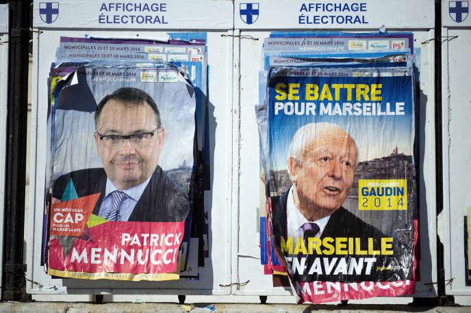Affiches pendant la campagne des élections municipales de mars 2014.