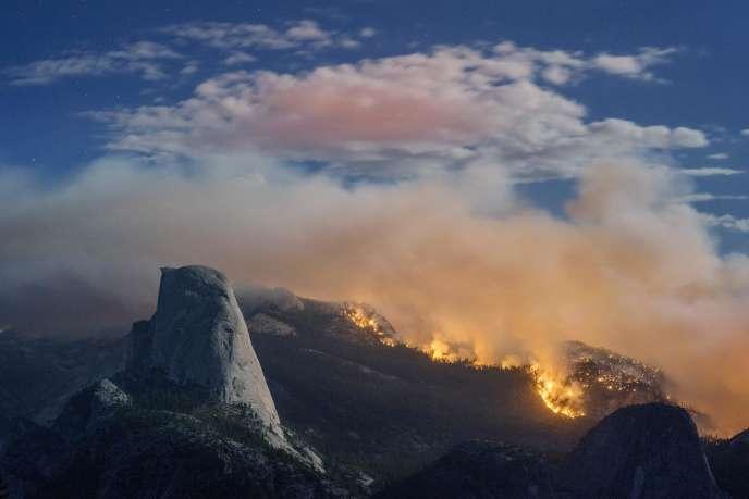 L'accès au pic Half Dome a été fermé, mercredi, en raison d'un incendie.