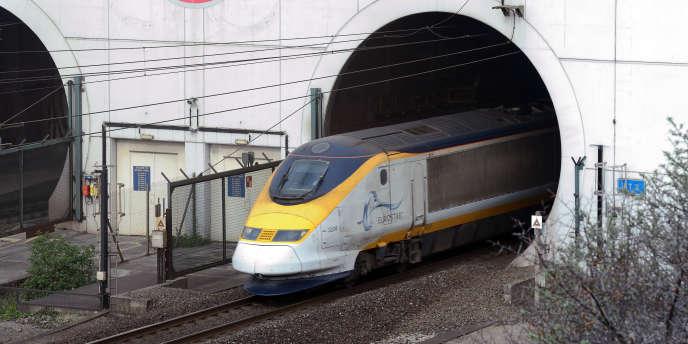 Un Eurostar à la sortie du tunnel Channel, à Coquelles, dans le nord de la France, en avril.
