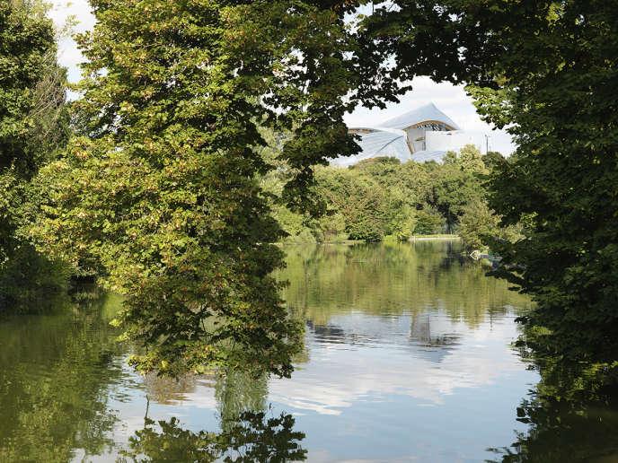 La Fondation Louis-Vuitton, conçue par l'architecte Frank Gehry, dans le bois de Boulogne, à Paris, en septembre.