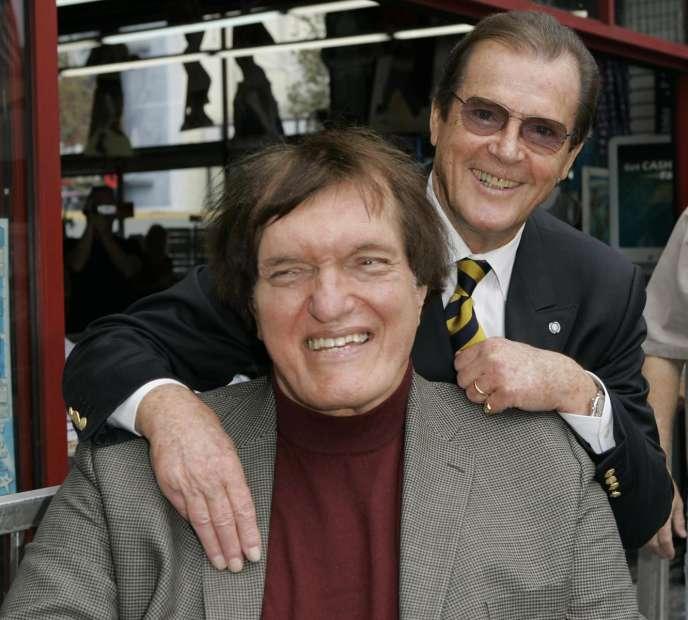 Richard Kiel avec Roger Moore en 2007.