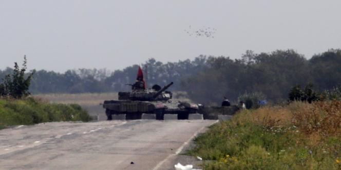 Un blindé des prorusses dans la région de Louhansk, le 10septembre.