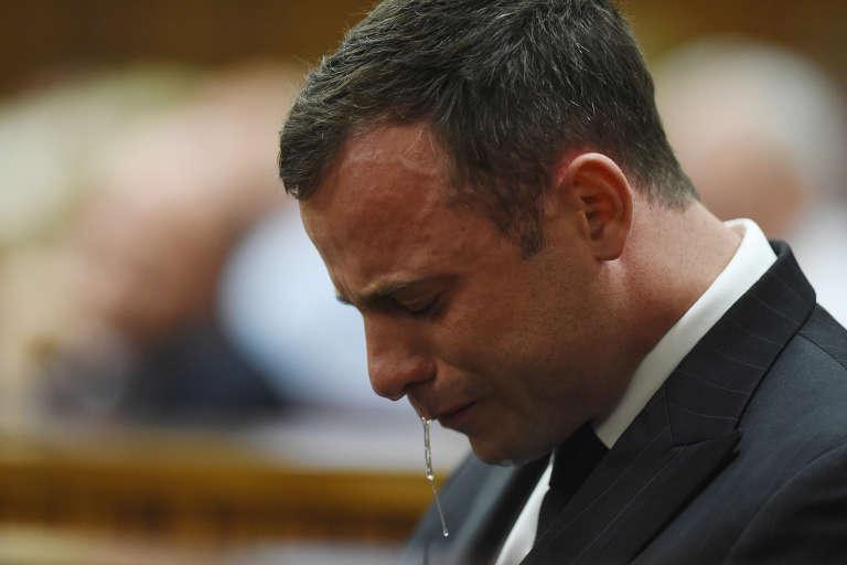 Oscar Pistorius durant son procès à Pretoria en septembre 2014. Il a été condamné à cinq ans de prison pour homicide involontaire, mais le parquet a fait appel le 17 août.