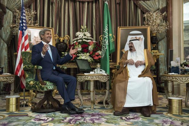 Le secrétaire d'Etat John Kerry et le roi Abdallah d'Arabie saoudite, le 11 septembre, à Djedda.