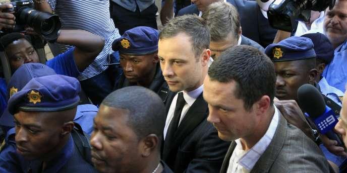 Oscar Pistorius à son arrivée au tribunal de Pretoria, le 12septembre.