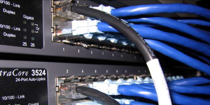 Un commutateur réseau, l'une des briques élémentaires du réseau Internet.