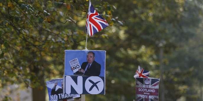 Des représentants de l'Ordre orange défilent pour le «non» à l'indépendance écossaise, à Edimbourg, le 13septembre.