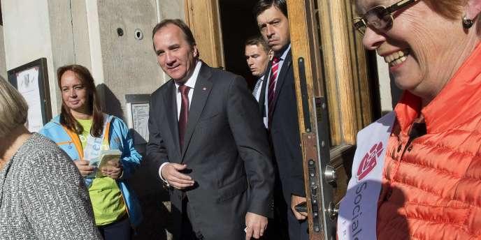 Le leader suédois des sociaux-démocrate, Stefan Löfven, après avoir voté à Stockholm le 14 septembre.