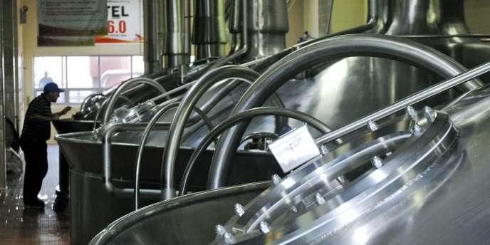 L'approche de SABMiller fait partie d'une stratégie visant à se mettre à l'abri d'une offre publique d'achat potentielle de son rival Anheuser-Busch InBev, le numéro un mondial de la bière.