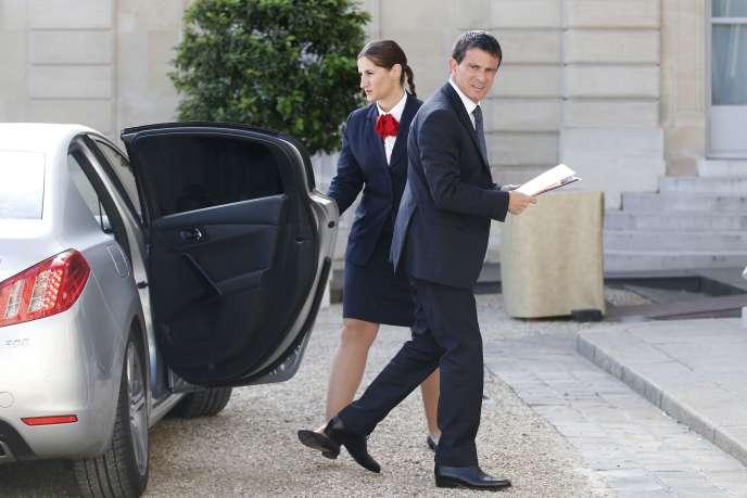 Manuel Valls dans la cour de l'Elysée, le 30 août.