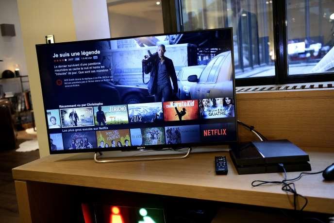 La version française de Netflix affichée sur un écran de téléviseur. AFP PHOTO / STEPHANE DE SAKUTIN