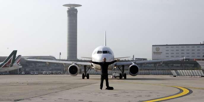 Au moins la moitié des avions de la compagnie Air France sont cloués au sol lundi 15 septembre en raison d'une grève des pilotes.