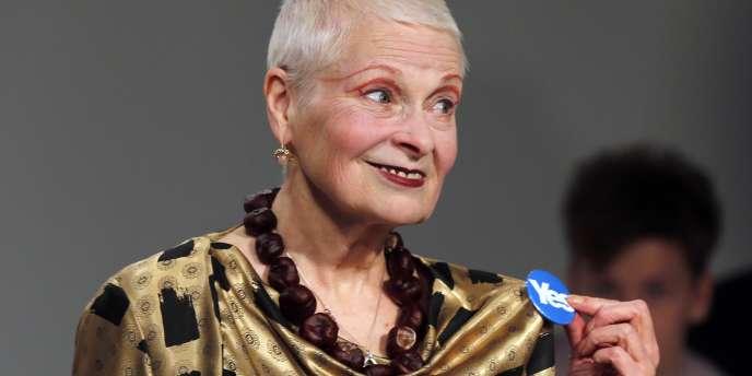 La styliste anglaise Vivienne Westwood a souhaité dimanche la victoire du « oui » sur l'indépendance de l'Ecosse, lors de la présentation de sa dernière collection à Londres.