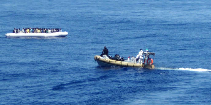 Lors d'une opération de sauvetage de la marine italienne au large de la Sicile, le 14 septembre.