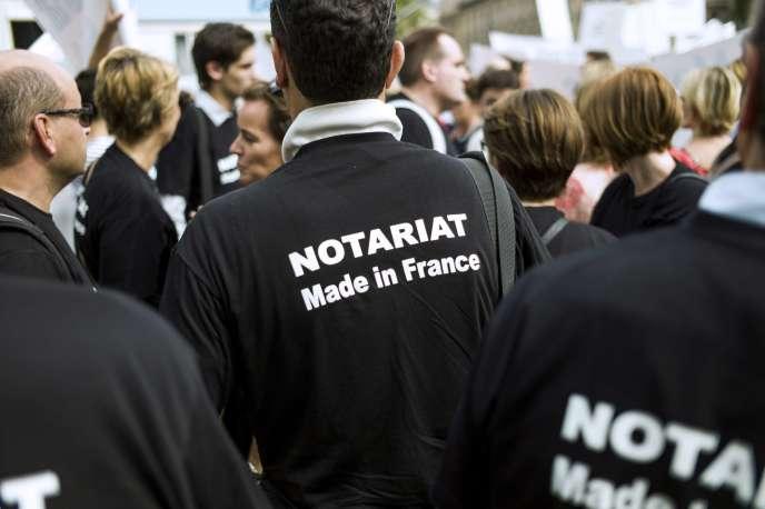 Manifestation de notaires à Paris, le 17 septembre.