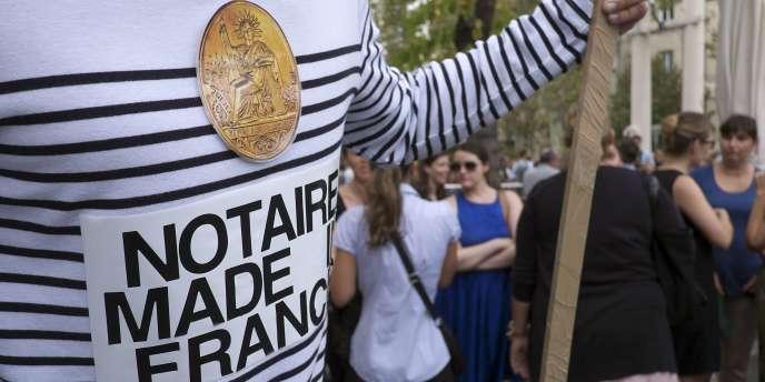 Manifestation de notaires à Paris, mercredi 17 septembre.