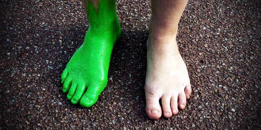 Un pied, puis l'autre et petit à petit, la soirée d'intégration peut tourner au bizutage.