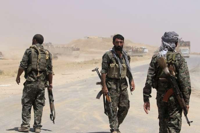 Les combattants kurdes syriens ont immédiatement appelé d'autres formations kurdes de la région, y compris le Parti des travailleurs du Kurdistan (PKK), à leur apporter une assistance militaire.
