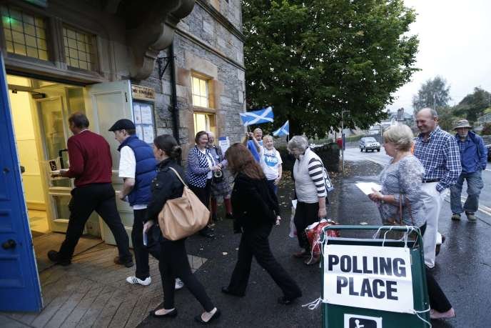 Début du vote sur l'indépendance de l'Ecosse dans le village de Pitlochry, jeudi matin 18 septembre.