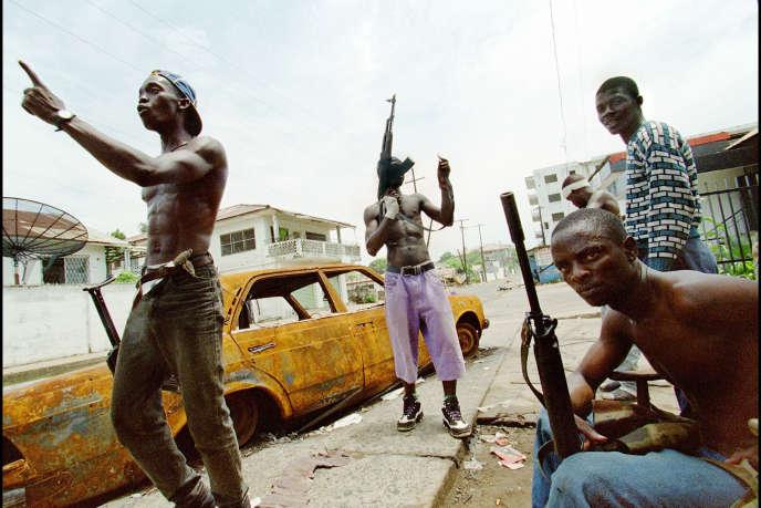 Des combattants du National Patriotic Front of Liberia (NPFL), la rébellion menée par Charles Taylor, à Monrovia en mai 1996. AFP/Christophe Simon
