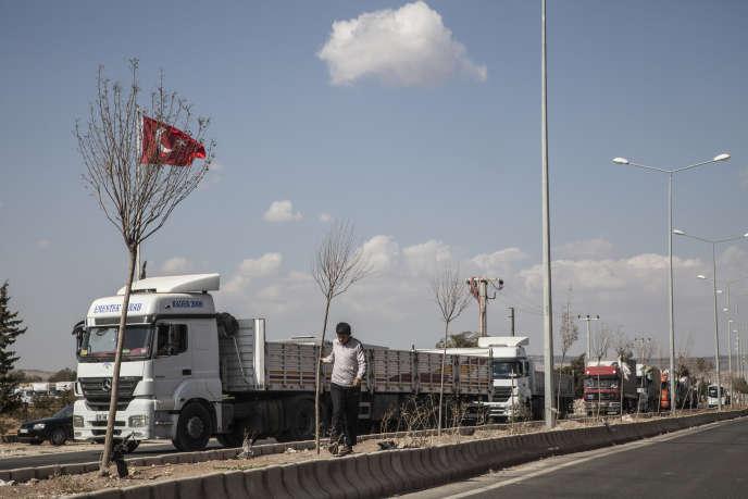 Au poste_frontière de Kilis, en Turquie.