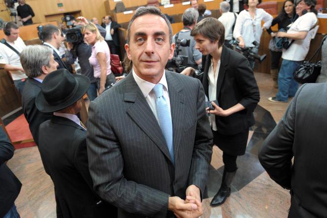 Marcel Francisci, par ailleurs élu UMP de Corse, est soupçonné de s'être livré à du travail dissimulé ainsi qu'à de l'abus de confiance.