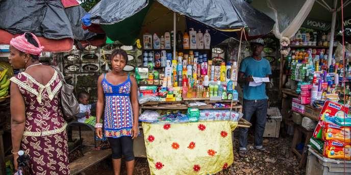 Ebola : début du confinement de la population en Sierra Leone