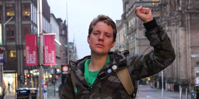 Dans les rues de Glasgow, Megan Brayton, 27 ans, accuse le choc après le