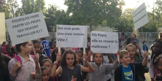 Lors du blocage de l'école Jean-Renoir, à Saint-Denis (Seine-Saint-Denis), le 18 septembre.