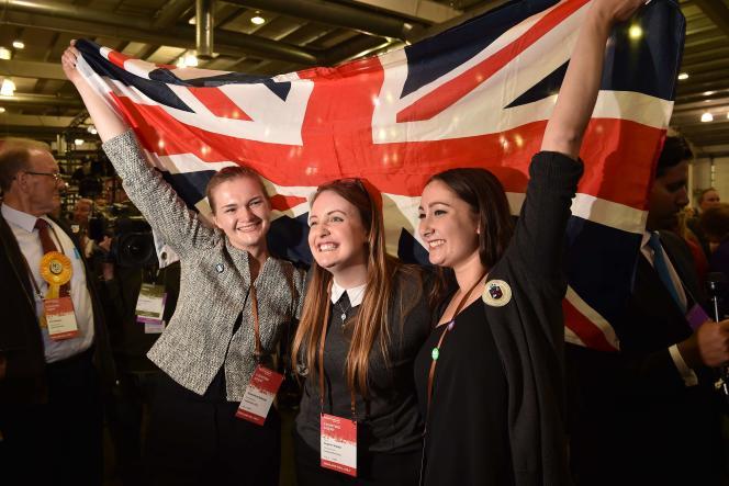 A Edimbourg, des partisans de l'union célèbrent la victoire du non au référendum sur l'indépendance de l'Ecosse.
