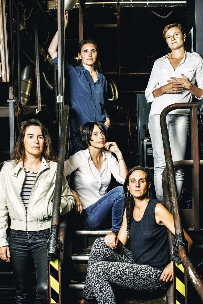 Le Festival d'automne met cette année à l'honneur les metteuses en scène. Réunies ici, Julie Deliquet, Fanny de Chaillé, Patricia Allio, Eléonore Weber et Jeanne Candel (de haut en bas  et de gauche à droite).