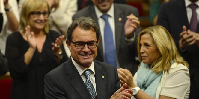 Le président catalan, Artur Mas, a convoqué, samedi 27 septembre, un référendum sur l'indépendance de cette riche région d'Espagne pour le 9 novembre, défiant le gouvernement de Madrid.