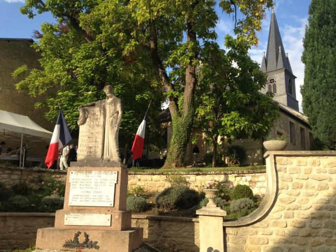 Le monument aux morts de Chenay près de Reims dans la Marne fut inauguré en 1924.