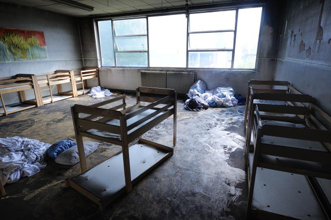 Les stigmates de l'incendie qui a pris dans l'école maternelle Hautes-Noëlles de Saint-Denis (Seine-Saint-Denis) étaient notamment visibles dans le dortoir.