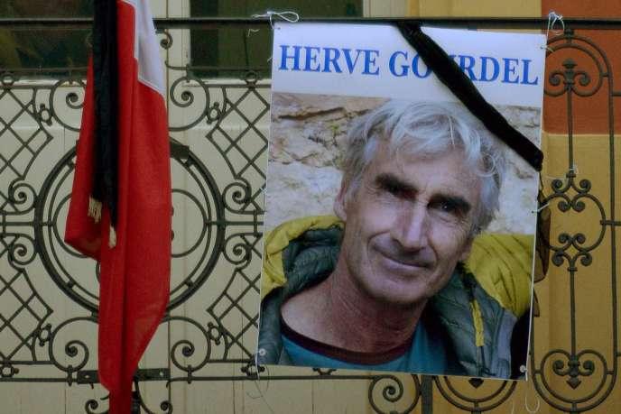 Le portrait du Français Hervé Gourdel, pris otage et assassiné en Algérie en septembre 2014 par un groupuscule affilié à l'Etat islamique.