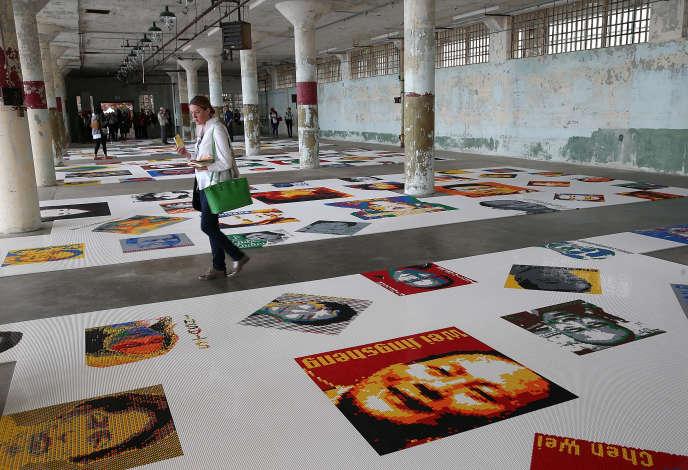 En reproduisant des portraits de prisonniers en Lego, l'artiste chinois Ai Weiwei a cherché à illustrer la douleur de l'incarcération, à la lumière des 81 jours qu'il a passés en prison.