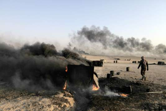 Le site d'une raffinerie dans la province de Rakka, en Syrie. L'Etat islamique a perdu la plupart des puits de pétrole sous son contrôle.
