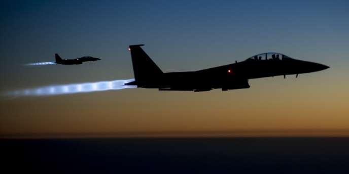 Des chasseurs-bombardiers F-15E américains au-dessus de l'Irak au retour d'une mission sur la Syrie, le23septembre.