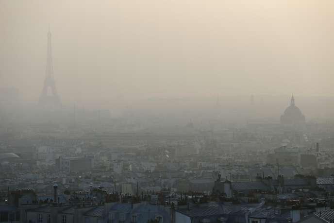 Paris sous un nuage de pollution, mars 2014.