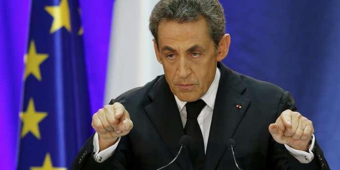 En se prononçant pour l'exploitation du gaz de schiste, l'ancien chef de l'Etat, candidat à la présidence de l'UMP, s'est positionné à rebours de ses précédentes déclarations.