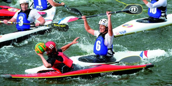L'équipe de France de kayak-polo, le 25 septembre à Thury-Harcourt (Normandie).