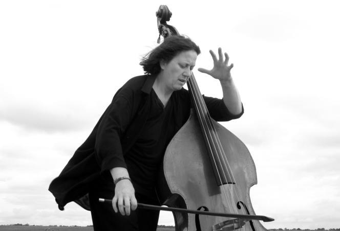 La contrebassiSte Joëlle Léandre.