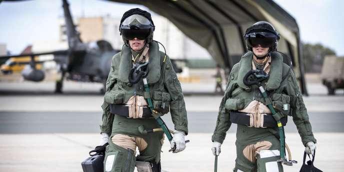 Des pilotes britanniques de la Royal Air Force s'apprêtent à entamer une mission de combat, le 27 septembre.