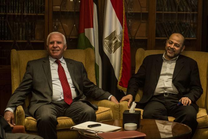Les négociateurs du Fatah (Azzam Al-Ahmad, à gauche) et du Hamas (Mussa Abu Marzuk, à droite), au Caire, le 24 septembre.